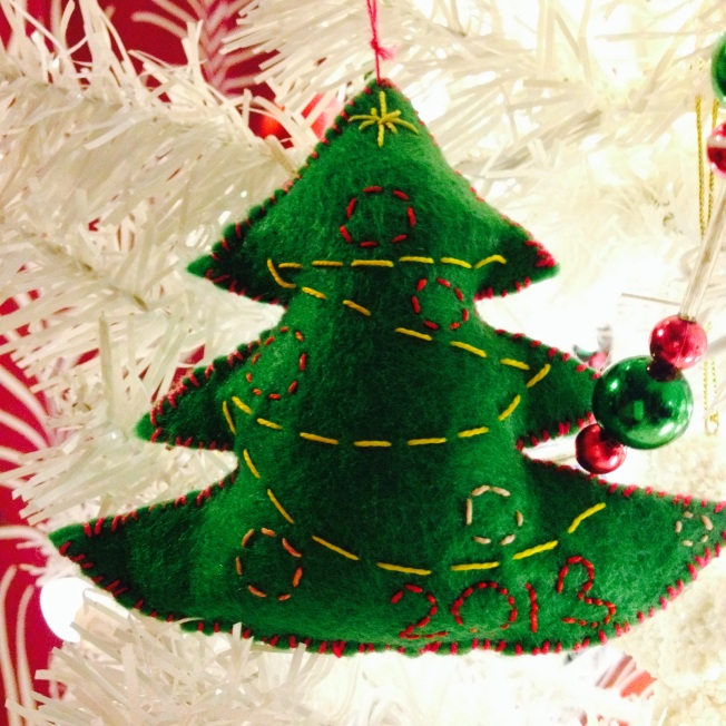 We wish you a handmade Christmas, and a crafty New Year!
